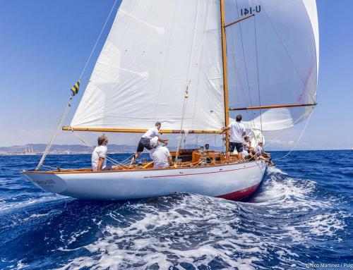 Fjord III, con socios del RCNM a bordo, vencedor de la XIV regata Puig Vela Clássica